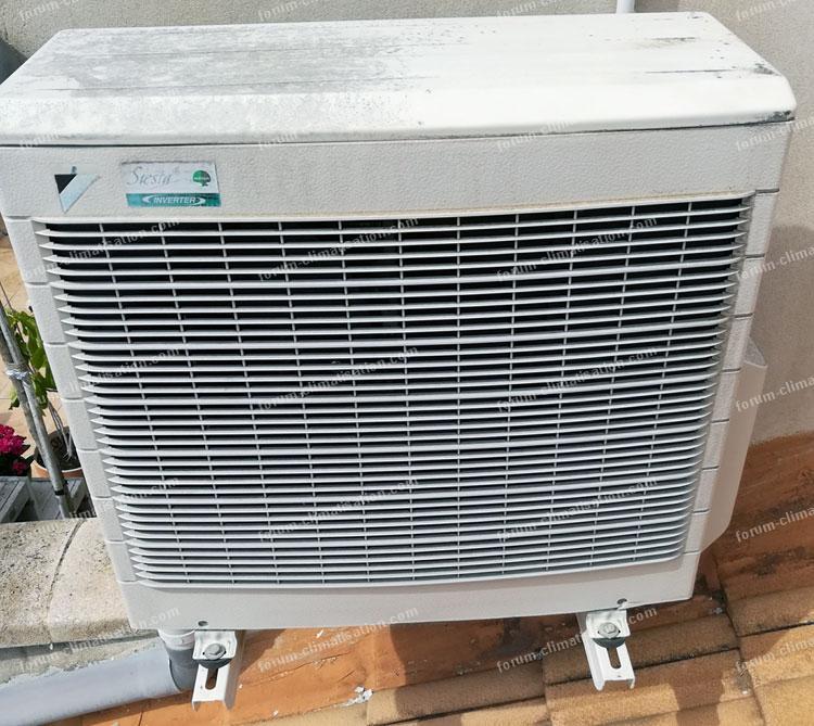 forum climatisation fuite sur climatiseur le groupe est situ sur le toit. Black Bedroom Furniture Sets. Home Design Ideas