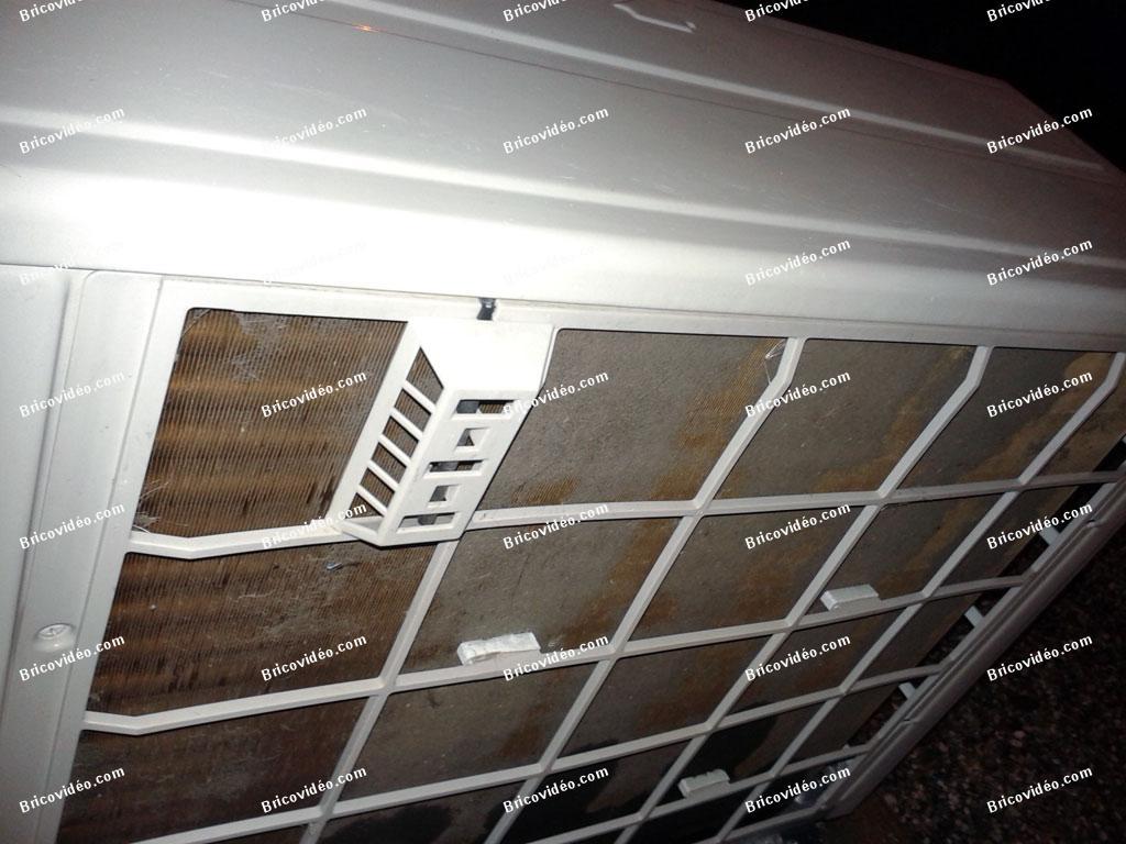 Bricovid o forum climatisation a quoi sert la grille de for Protection climatiseur exterieur