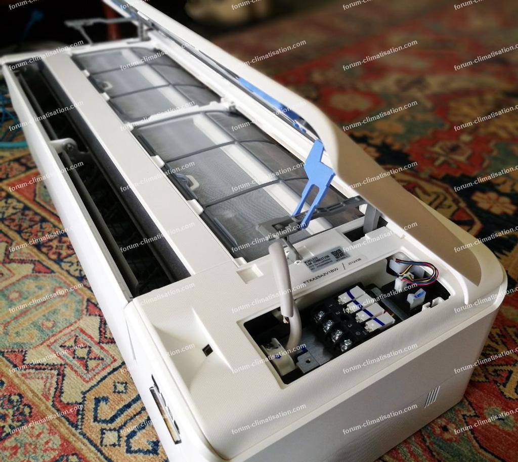 Bricovideo installation clim Daikin FTXA25A